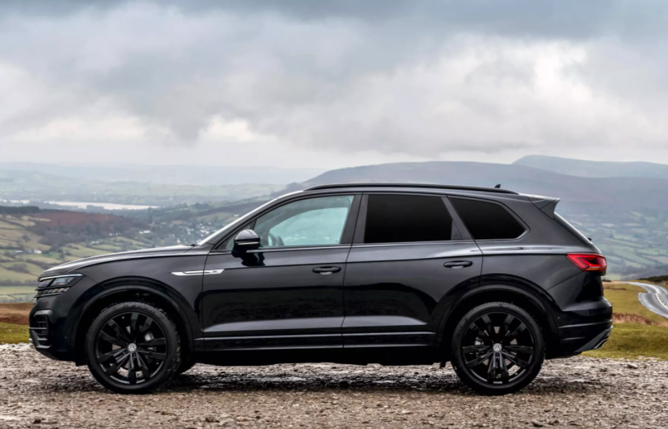Volkswagen Touareg black edition side view